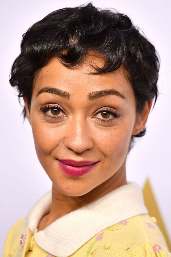 Girly-Curls Best Short Pixie Cut Hairstyles - Cute Pixie Haircuts for Women