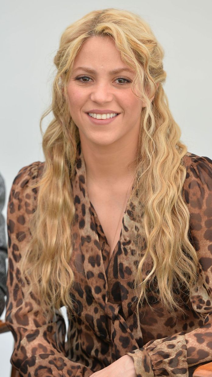 Half-Up-Blonde-Wavy-Hairstyle Cool and Cute Summer Hairstyles for Women