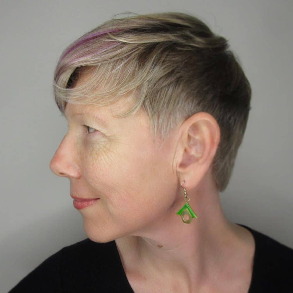 Pink-Highlighted-Hairstyle Marvelous Modern Short Haircuts for Women