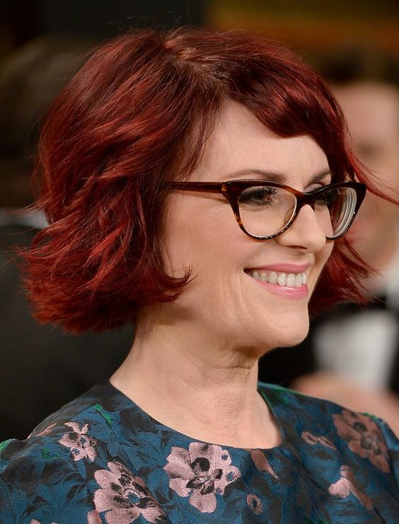 Short-Bob-For-Wavy-Hair Hairstyles for Women Over 50 With Glasses