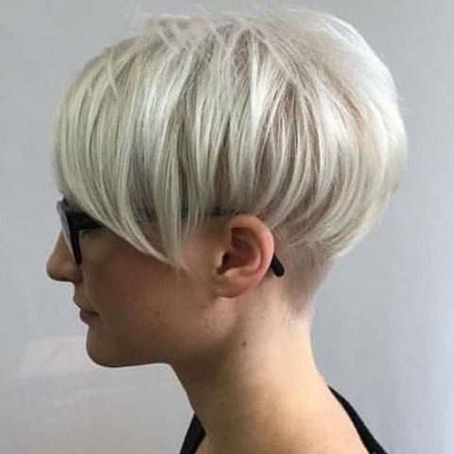 Short-White-Blonde-Pixie-Hairstyle Super Short Blonde Pixie Cuts