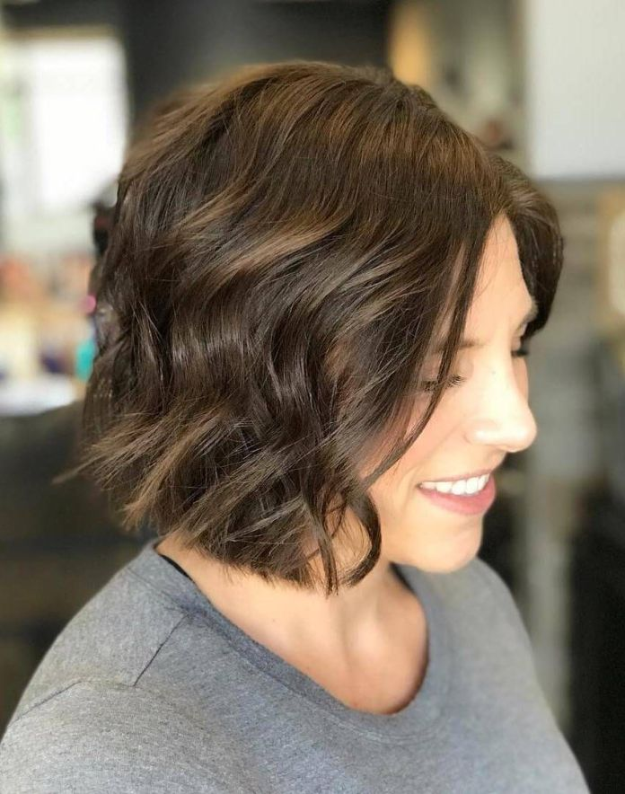 Textured-Wavy-Mid-Length-Haircut-1 Cute Bob Haircuts for Women to Look Charming