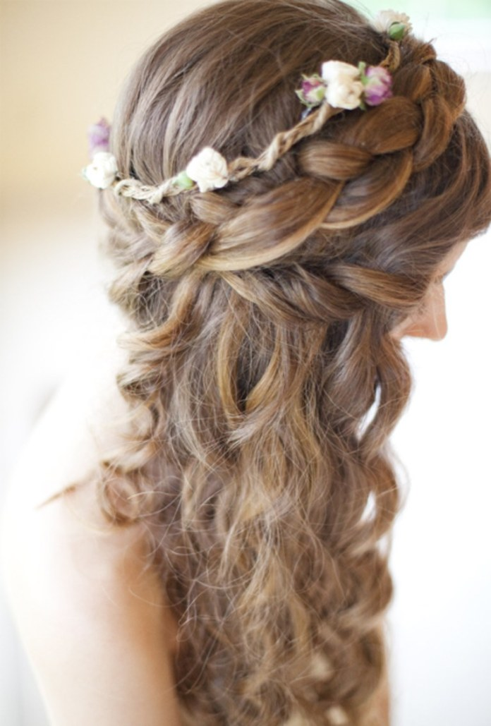 The-Bridal-Braid Worth Trying Curly Hairstyles with Braids