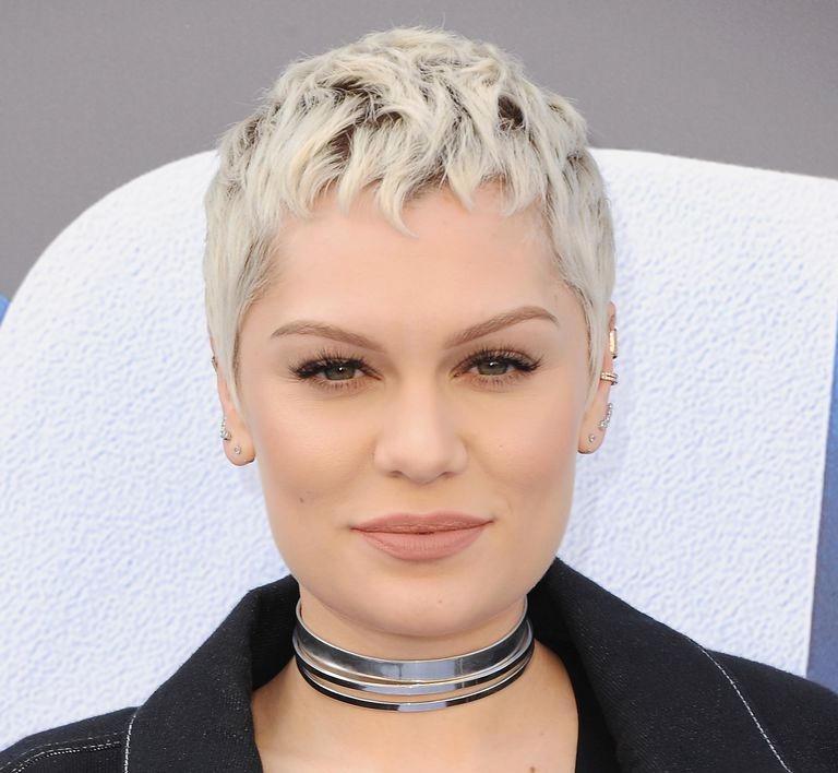 Uneven-Fringe-Short-Haircut Marvelous Modern Short Haircuts for Women