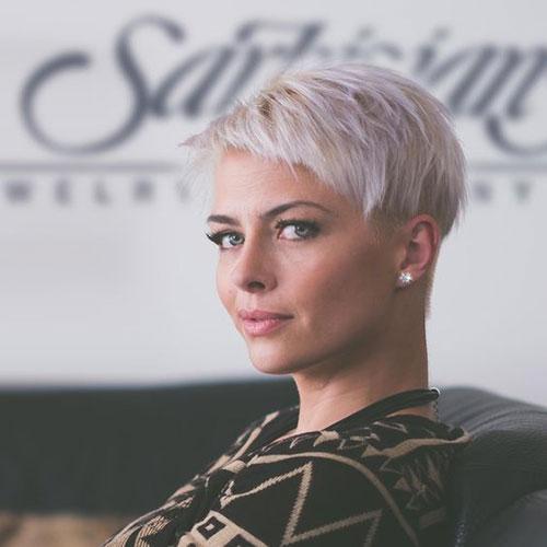 Very-Short-Platinum-Pixie-Cut Super Short Blonde Pixie Cuts