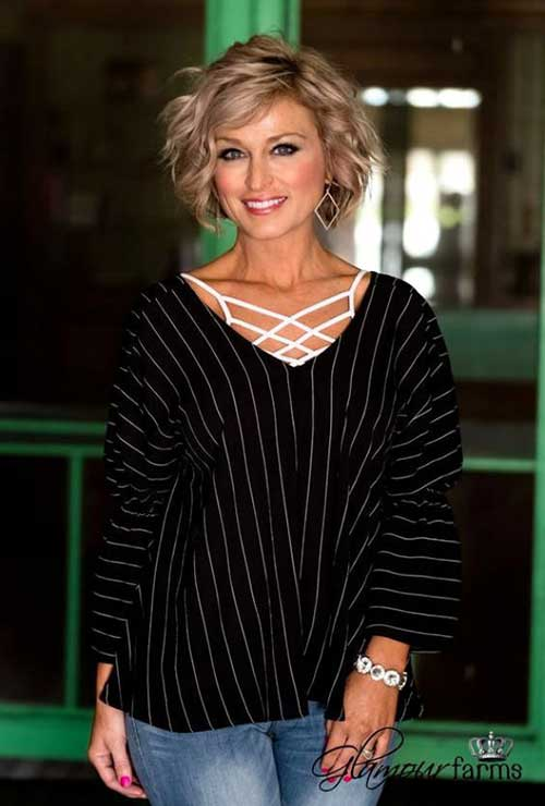 Wavy-Hair-Style Ideas of Short Hairstyles for Women Over 50
