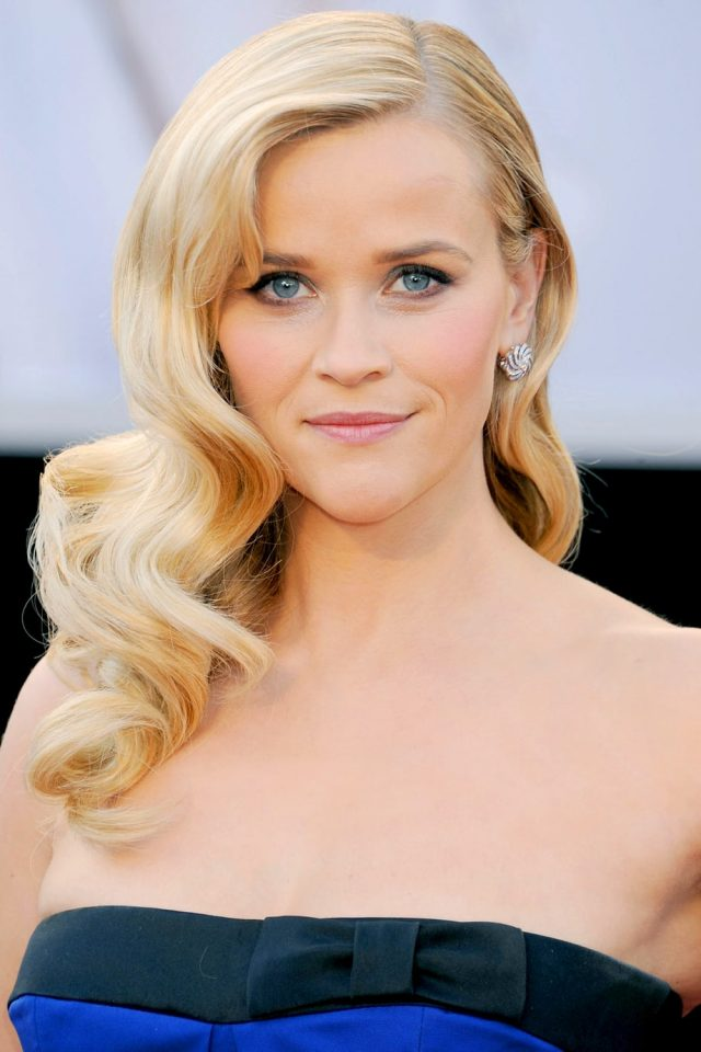 Blonde-Curly-Side-Part Elegant Hairstyles for Women