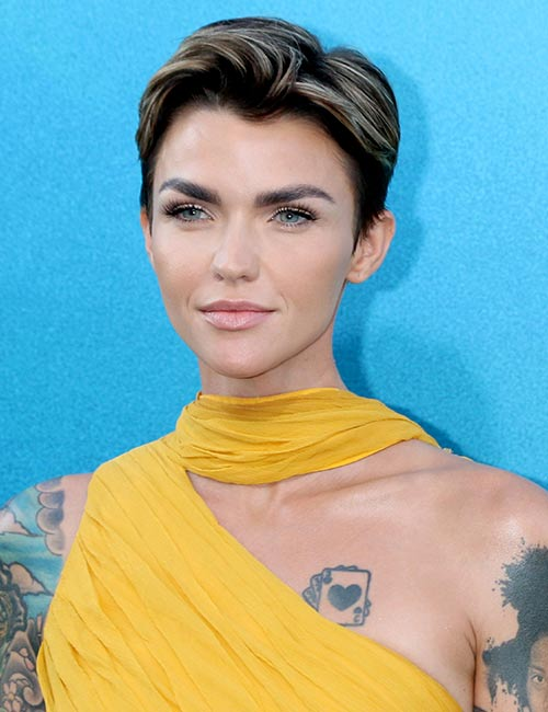 Dirty-Blonde-Highlights-With-A-Deep-Brown-Bob Celebs With Stunning Short Hairstyles