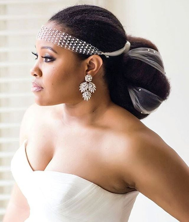 Natural-Bun-with-Short-Veil Most Beautiful Natural Hairstyles for Wedding