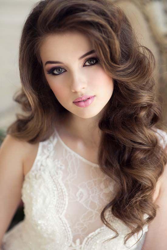 Romantic-Wavy-Hair Elegant Hairstyles for Women