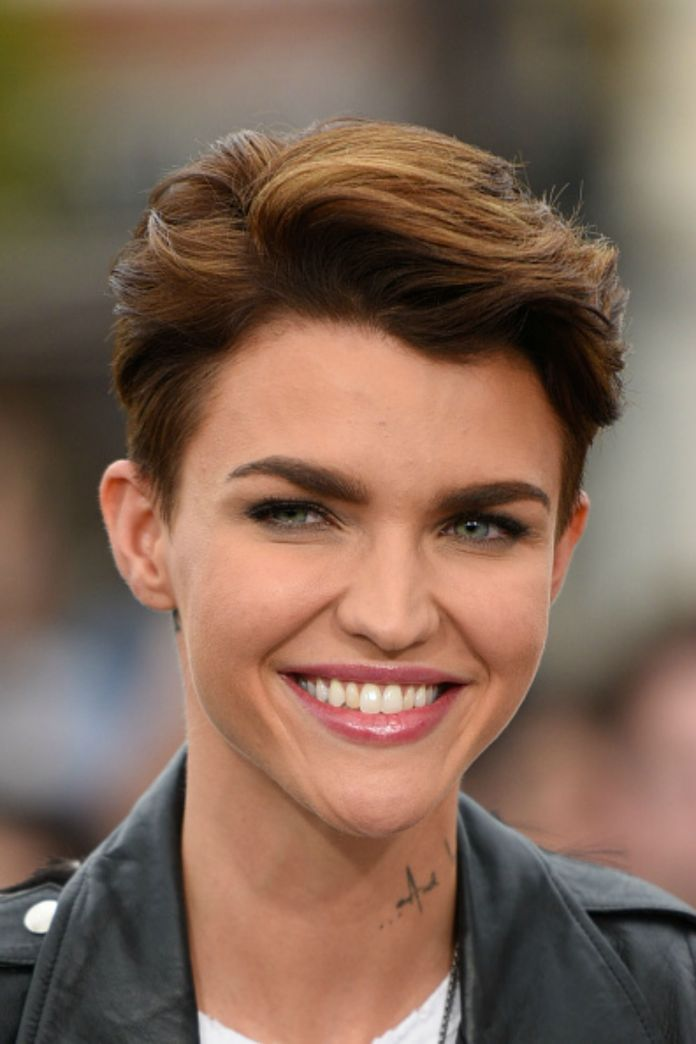 Side-Parted-Short-Haircut Style Personified Short Hairstyles for Young Women
