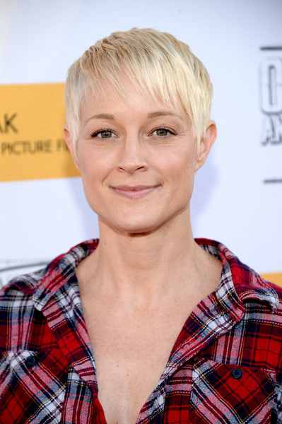 Teri-Polo-Pretty-Pixie Trendy Celebrity Short Hairstyles You'll Want to Copy