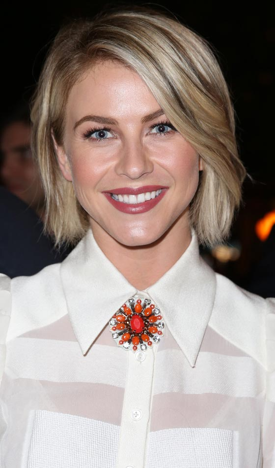 Wavy-Bob-In-Golden-Blonde Trendy Highlighted Bob Hairstyles You Can Try Today