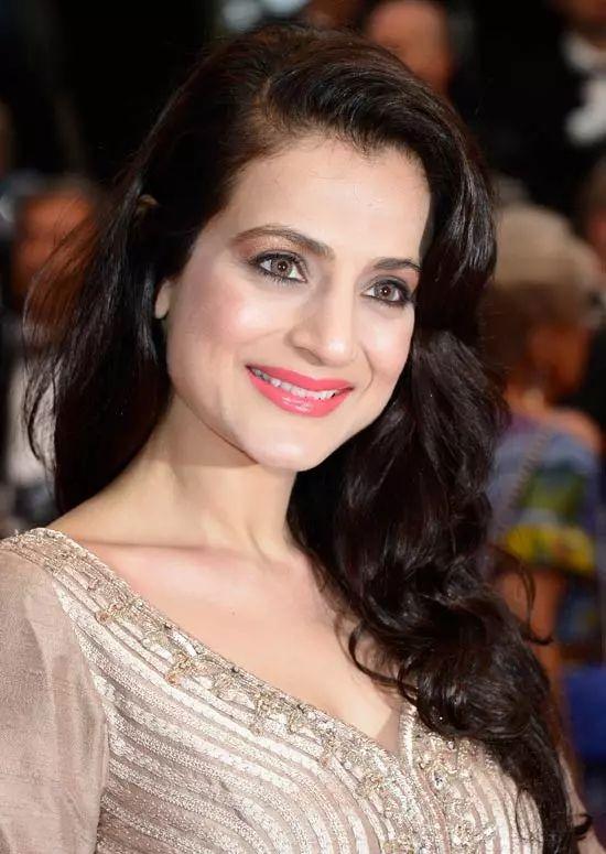 Amisha-Patel Top Indian Actresses With Stunning Long Hair