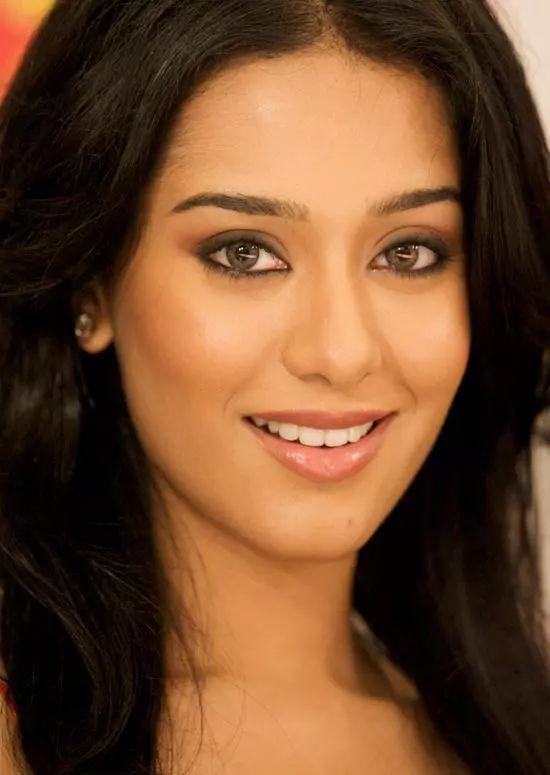 Amrita-Rao Top Indian Actresses With Stunning Long Hair