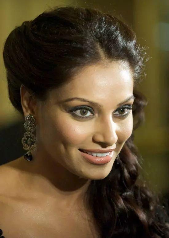 Bipasha-Basu Top Indian Actresses With Stunning Long Hair