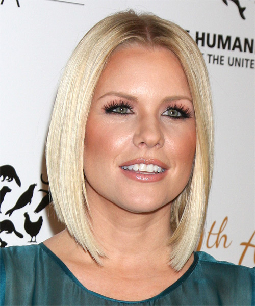 Carrie-Keagan-Medium-Straight-Bob-Hairstyle Hottest And Trendy Bob Haircuts For Stylish Look