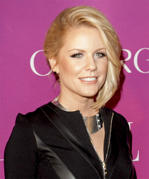 Carrie-Keagan-Short-Straight-Bob-Hairstyle Hottest And Trendy Bob Haircuts For Stylish Look