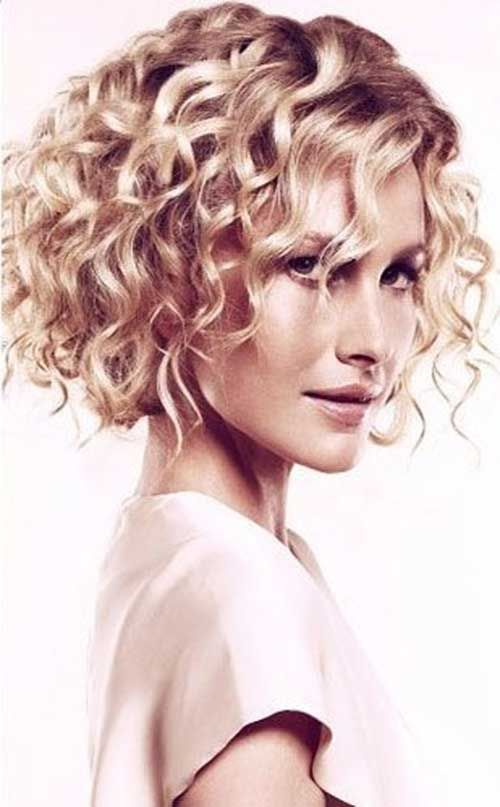 Curly-Bob-Hairstyle Stylish and Glamorous Curly Bob Hairstyle for Women