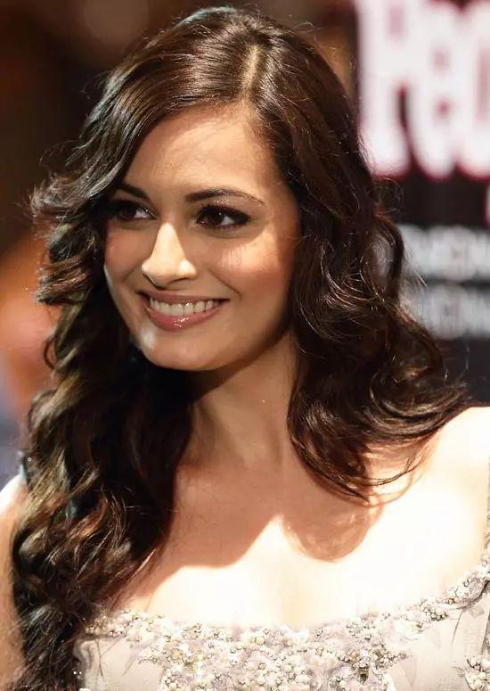 Dia-Mirza Top Indian Actresses With Stunning Long Hair