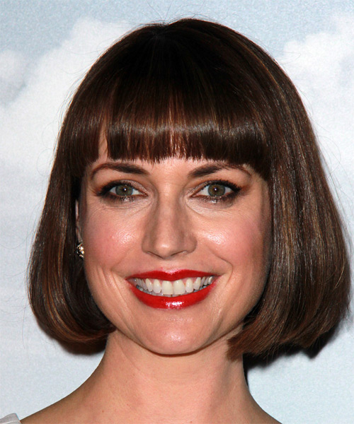 Julie-Ann-Emery-Medium-Straight-Bob-Hairstyle Hottest And Trendy Bob Haircuts For Stylish Look