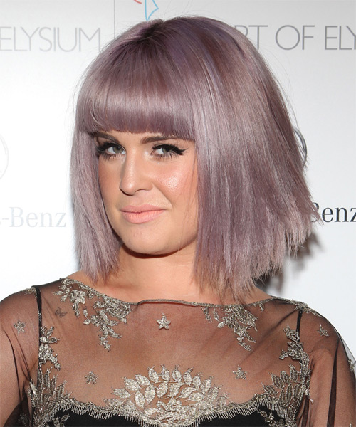 Kelly-Osbourne-Medium-Straight-Bob-Hairstyle Hottest And Trendy Bob Haircuts For Stylish Look