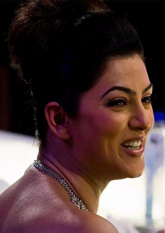 Sushmita-Sen Top Indian Actresses With Stunning Long Hair