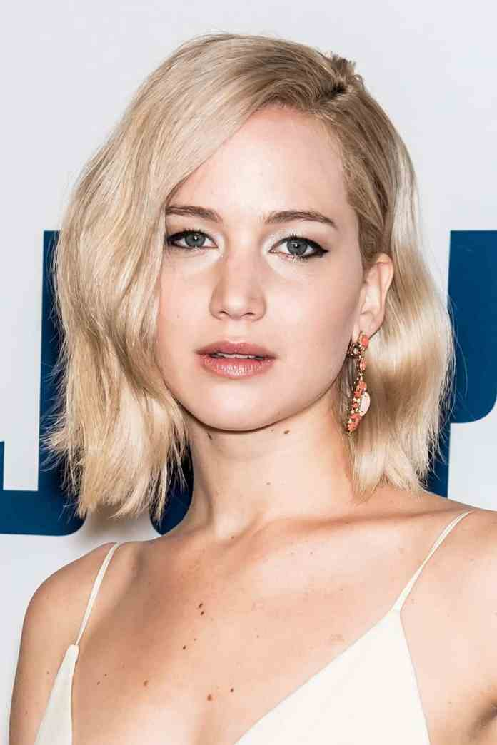 Wavy-Blonde-Bob Celebrity Short Hairstyles for Glamorous Look
