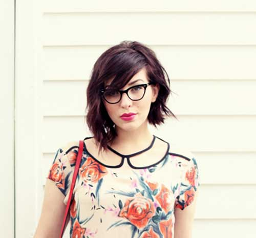 Black-Colored-Short-Layered-Hairstyle Cute Easy Short Haircuts