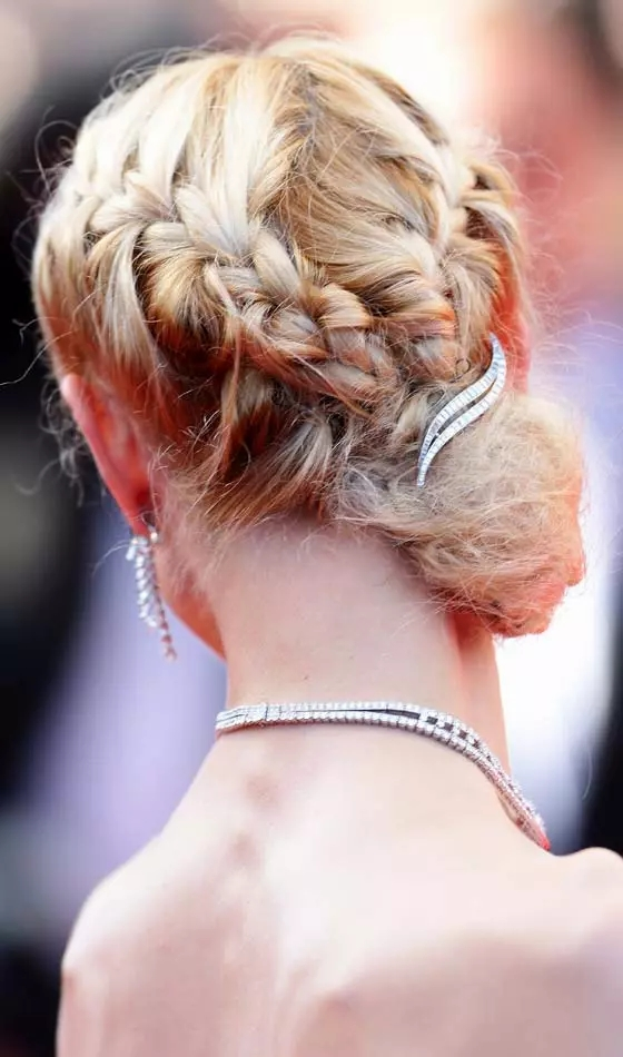 Braided-V-Bun Veil Bridal Hairstyles For Your Wedding Day