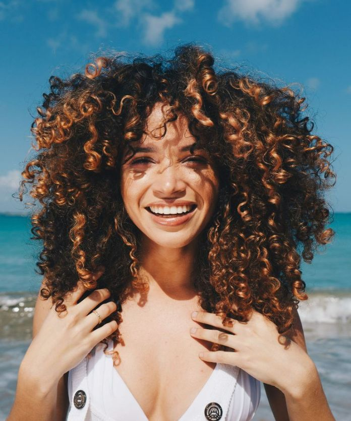 Curly-Middle-Length-Hair Contemporary Hairstyles for an Amazing Appearance