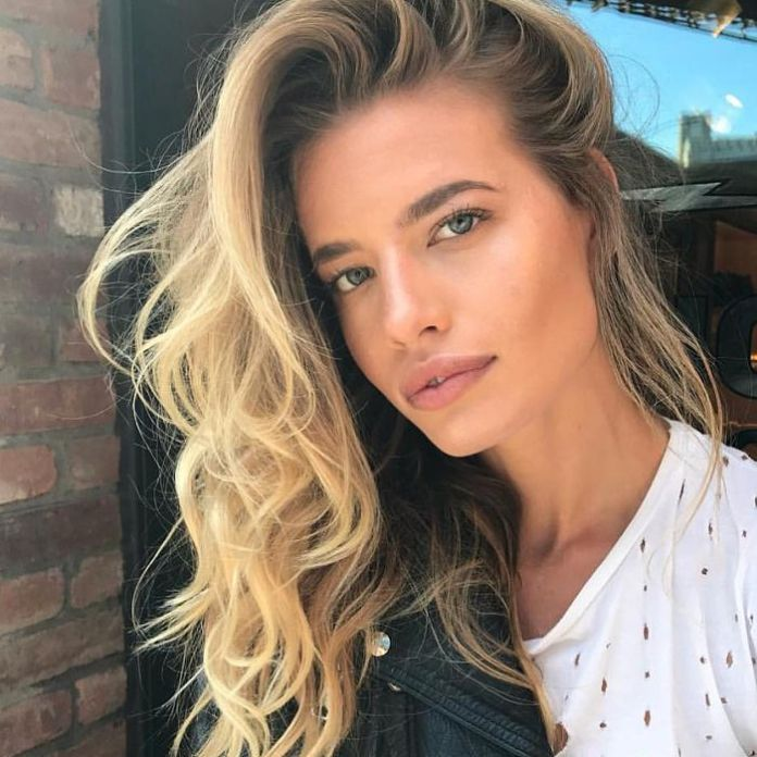 Easy-Side-Flip-Hairstyle Unbelievably Stylish Flip Hairstyles for Women