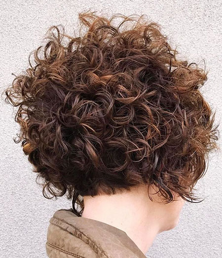 MESSY-CURLS-SHORT-BOB Short Messy Bob Hairstyles 2020