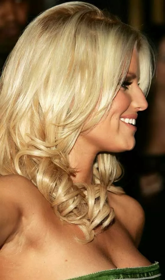 Platinum-Wavy-Thick-Hairdo Veil Bridal Hairstyles For Your Wedding Day