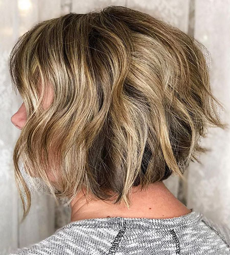 UNEVEN-WAVES Short Messy Bob Hairstyles 2020