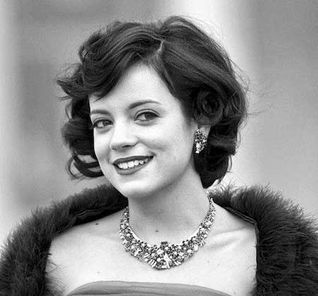 Awesome-Curly-and-Wavy-Black-colored-Bob-Hair Wedding Hairstyles for Short Hair