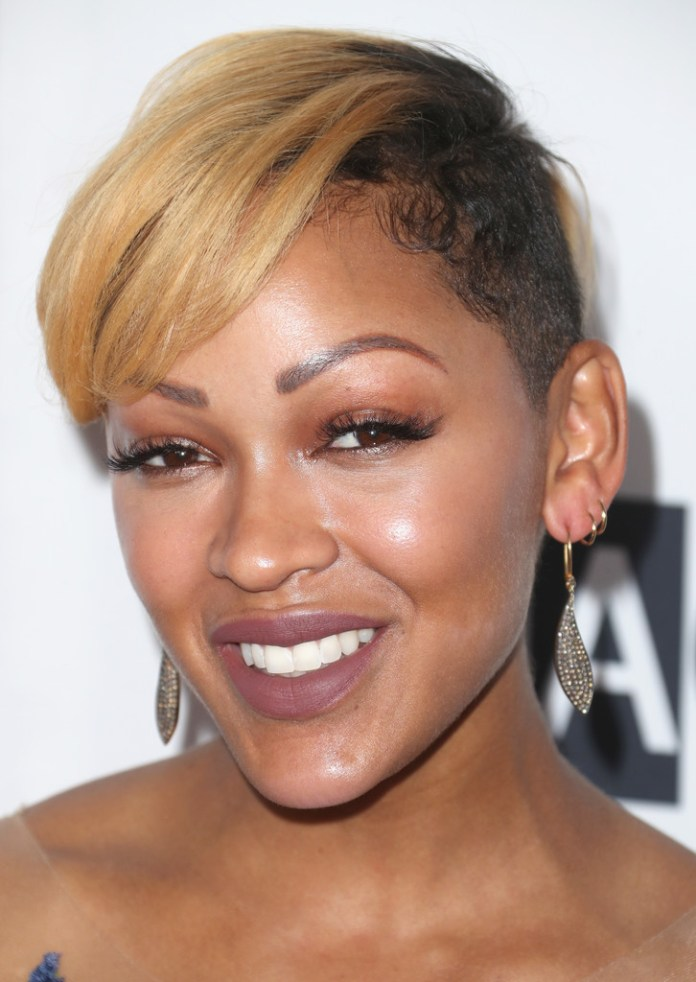 Blonde-Orange-Front-Hair-with-Darker-Side-Hair Short Hairstyles for Black Girls to Look Flawless