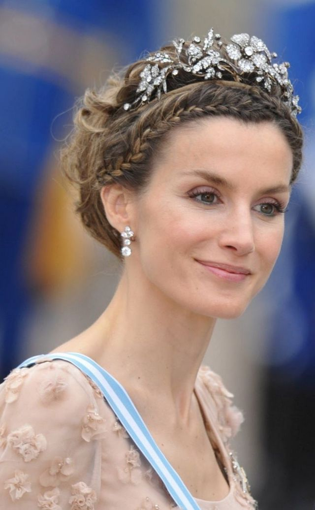 Crown-Braid-and-Tiara Hairstyles with Tiara for Glam and Fab Look