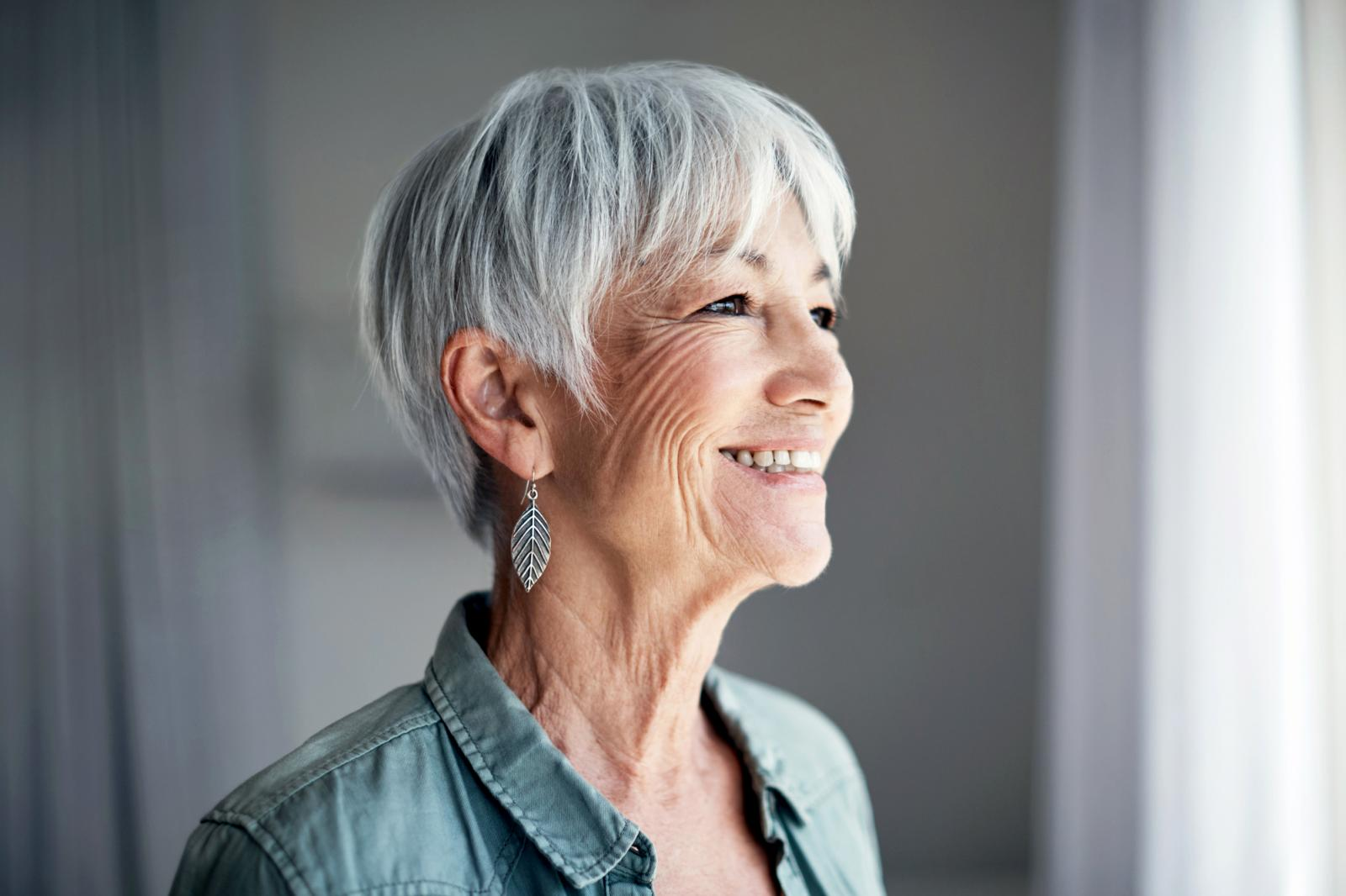 Disconnected-Feathers Glamorous Grey Hairstyles for Older Women