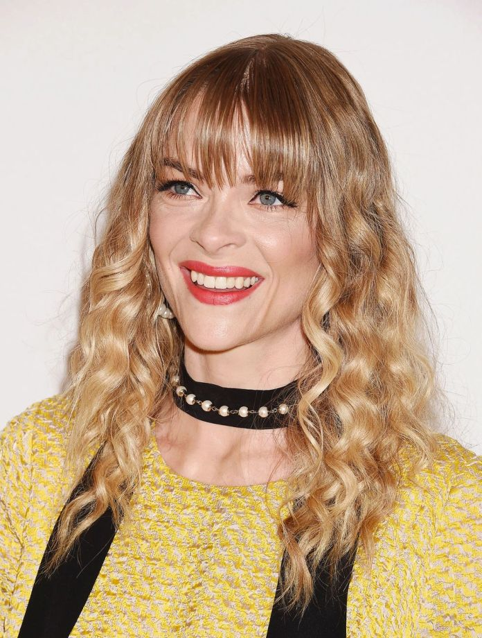 Jaime-Kings-Long-Blunt-bangs Stunning Curly Hairstyles That Are All About That Texture