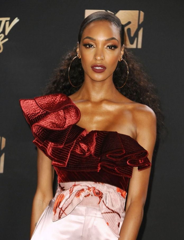 Jourdan-Dunns-Pulled-Back-Style Stunning Curly Hairstyles That Are All About That Texture