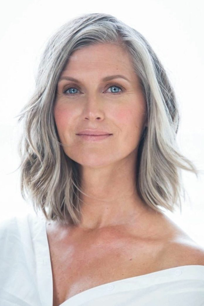 Linear-Miniature Glamorous Grey Hairstyles for Older Women