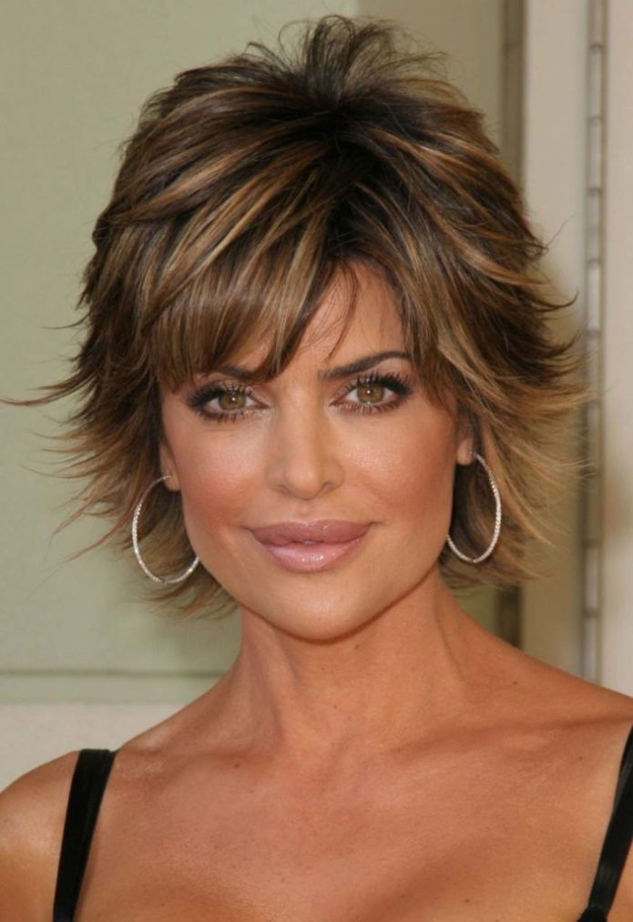Lisa-Rinna-Hairstyle Modern Shag Haircut for Utter Stylish Look