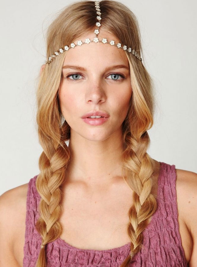 Loose-Ponytail-with-Headband Hippie Hairstyles for a Stylish and Reviving Look