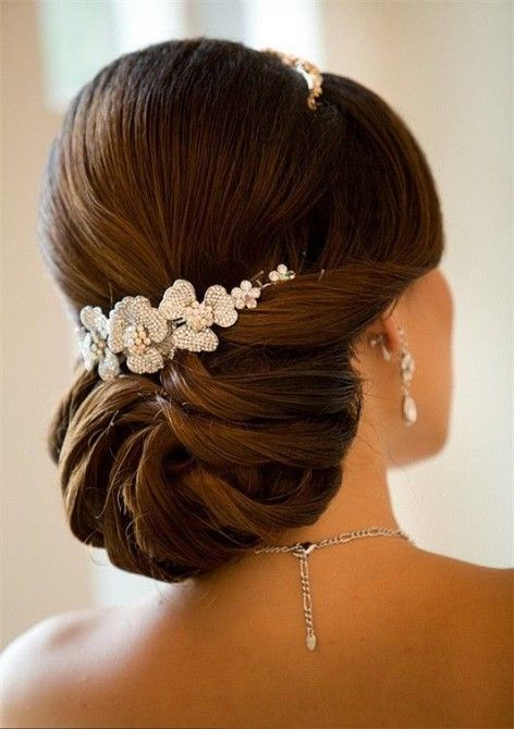 Low-Strands-Bun 15 Stunning Bridal Hairstyles