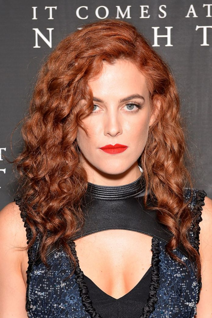 Riley-Keoughs-Auburn-Color Stunning Curly Hairstyles That Are All About That Texture