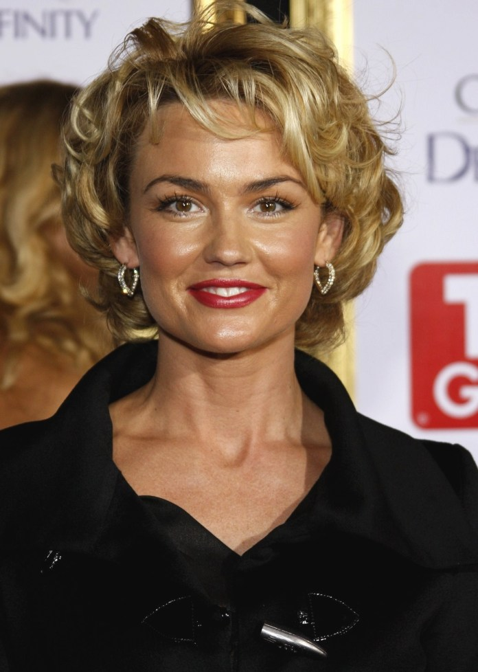 Short-Wavy-Hairstyle-for-Older-Women Wavy Hairstyles for Women Over 50 – Look Young And Beautiful