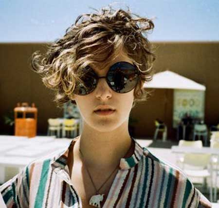 Short-to-Medium-Curly-and-Messy-Hair Short Curly Women's Hairstyles