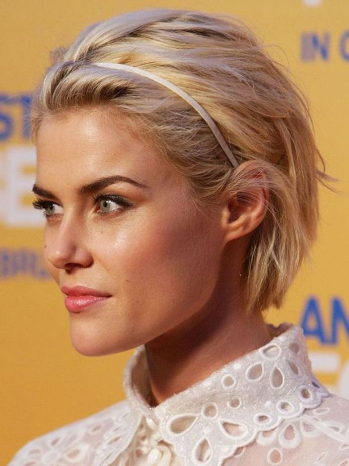 Textured-Waves-with-Hairband Edgy Haircuts for Women to Look Super Model