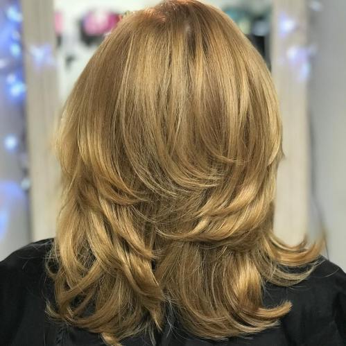 medium-layered-hairstyle 12 Stylish shoulder-length hairstyles for women Over 50